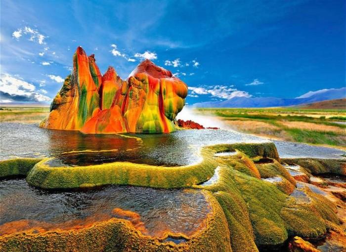 Green Flying Geysers, Nevada, USA