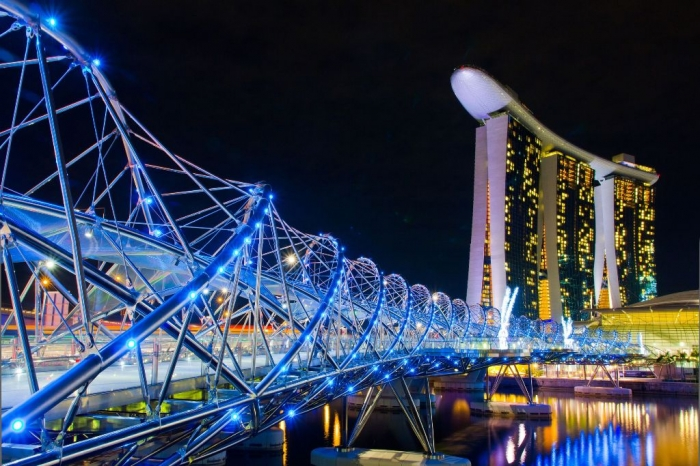 Helix-Bridge-and-Marina-Bay-Sands-Hotel-Casino-Singapore