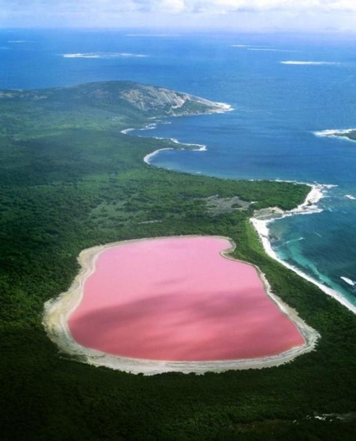 Hiller lake(pink lake) - Western Australia