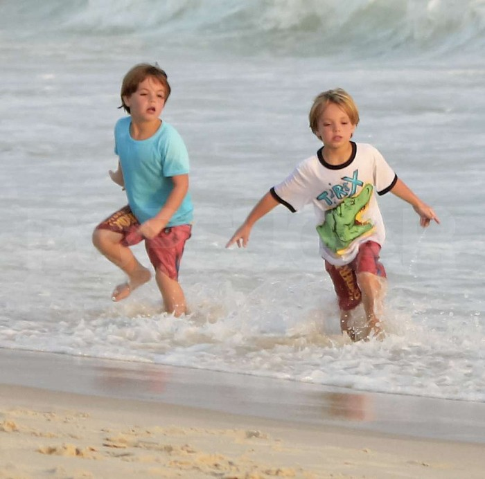 Jayden-James-Sean-Preston-Federline-ran-ocean-Brazil