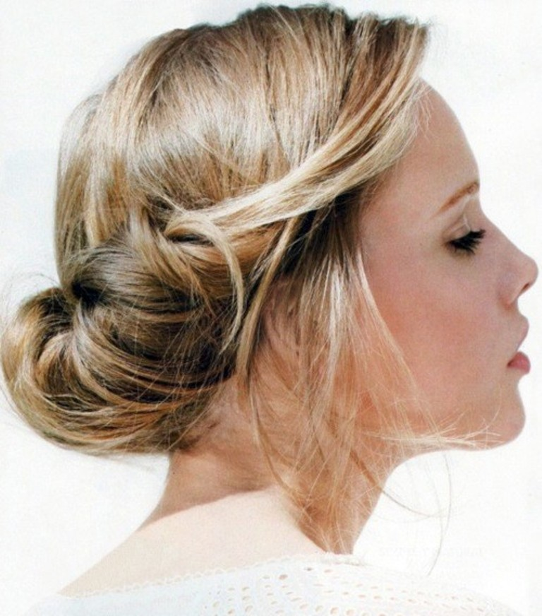 Low-Bun-Hairstyle-for-Holidays