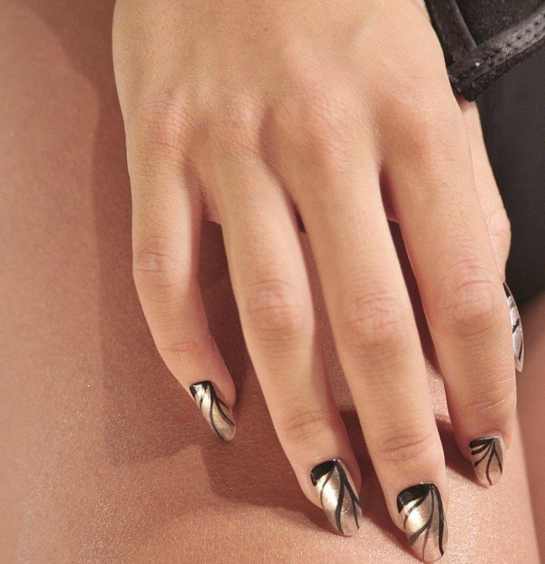 Metallic-Nail-Polish-Trend-Summer-2013
