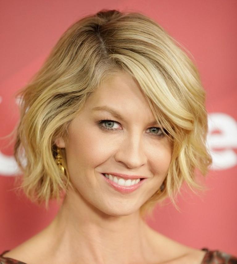 New-Short-Hair-Cut-Styles-For-Girls-2014-4