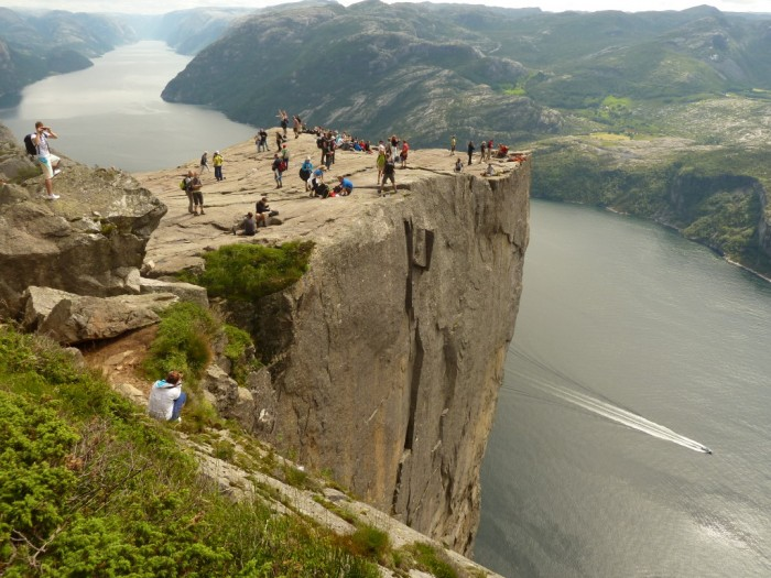 Norway The-best-choice-for-extreme-tourism-Cliff-Base-Jumping-Norway-4-1024x768