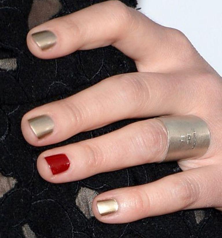 peoples-choice-awards-nails-sarah-bareilles-h724