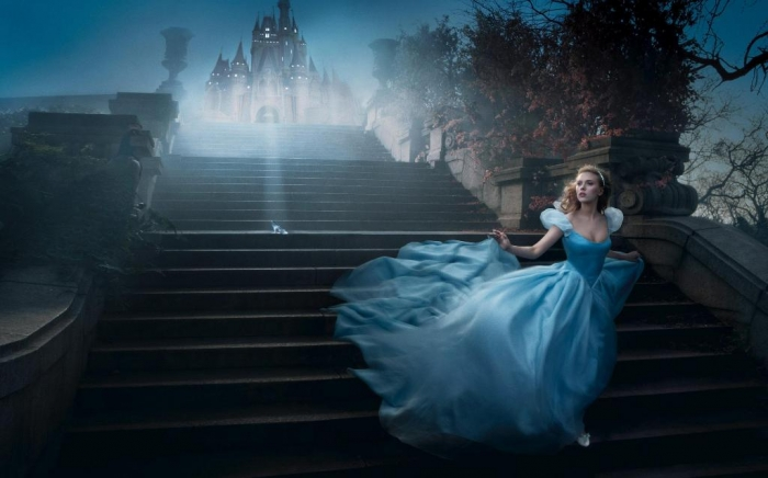 scarlett_johansson_stairways_cinderella_blue_dress