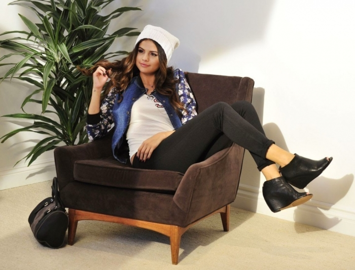 selena-gomez-photoshoot-for-dream-out-loud-fall-campaign-2014-07