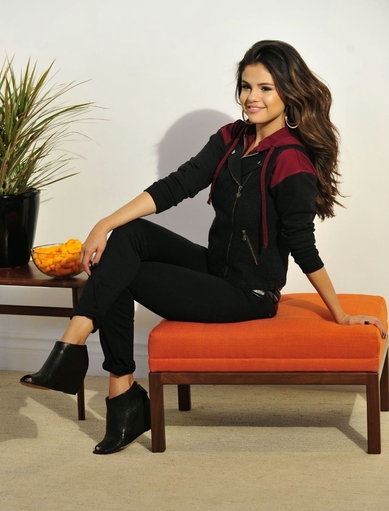 selena-gomez-photoshoot-for-dream-out-loud-fall-campaign-2014-12