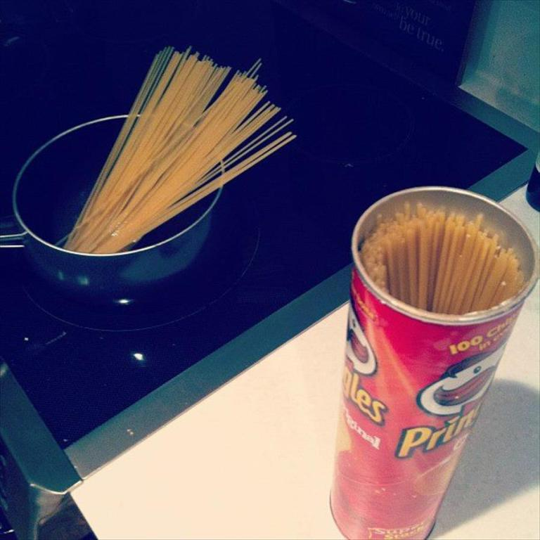 Keep your spaghetti fresh through storing it into a Pringles' can as it is the most suitable size for this purpose