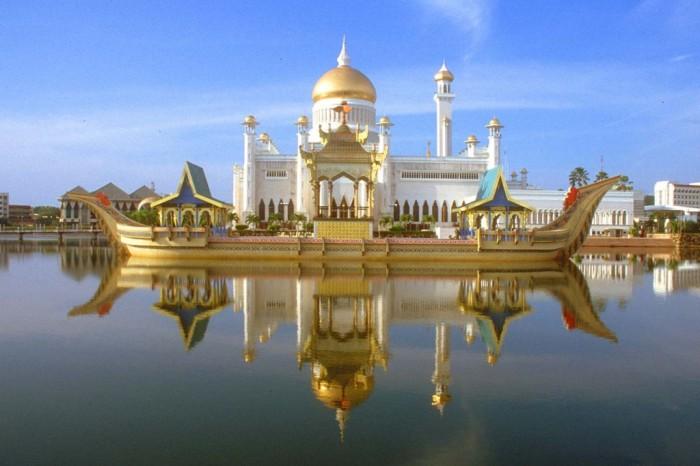 BWN Brunei Bandar Seri Begawan Omar Ali Saifuddien Mosque with stone boat and lagoon by day b