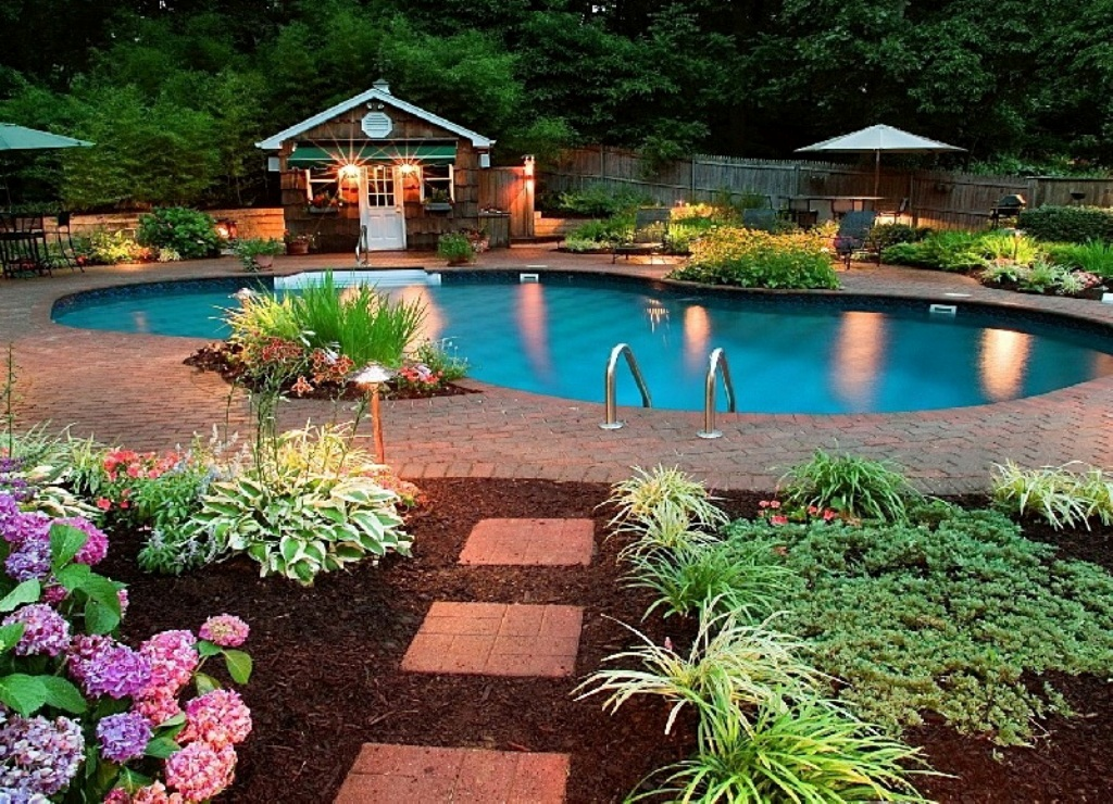 Backyard-Design-Ideas-on-a-Budget-With-Swimming-Pool