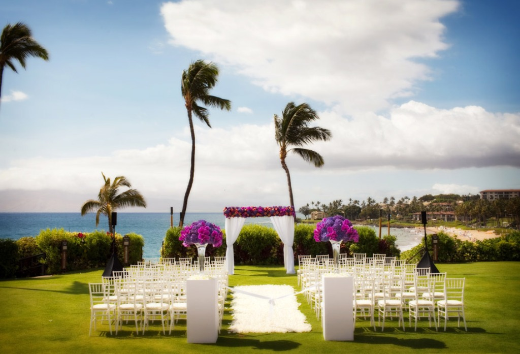 Four-Seasons-Maui-Wailea-wedding-florist-ceremony