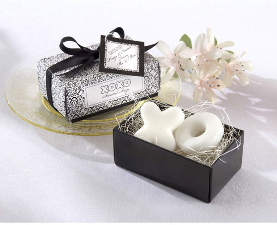 Hugs-Kisses-From-Mr-and-Mrs-Scented-Soaps-Wedding-Favors_foagie