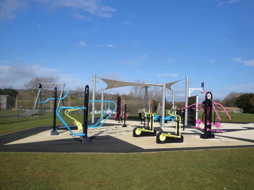 Sandown_outdoor_gym_in_February_2012