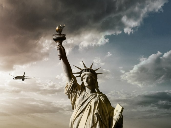 clouds_statue_of_liberty_sunlight_1024x768_34835