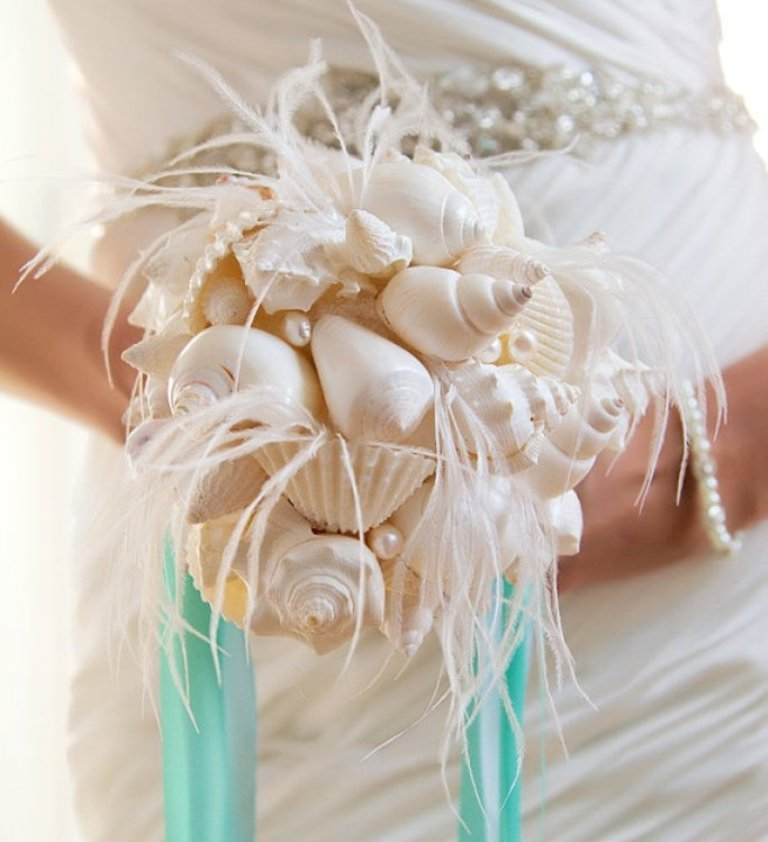 seashell-bouquet-feathers