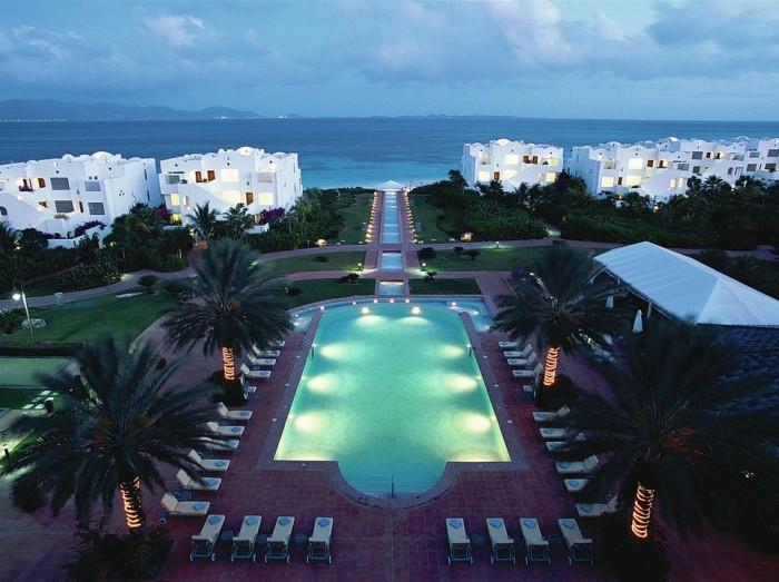 032914-escapes-pool-resort