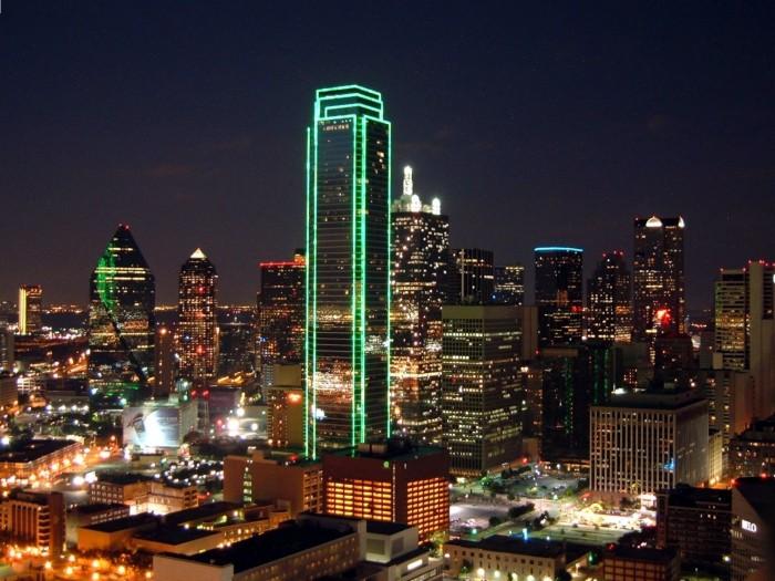 13704 Dallas skyline at night