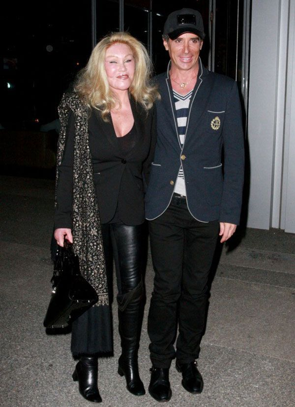 Frozen-Faced-Jocelyn-Wildenstein-Steps-Out-with-Boyfriend-3