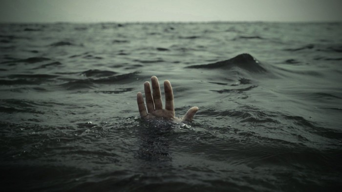 Hands-Drowning-Sea