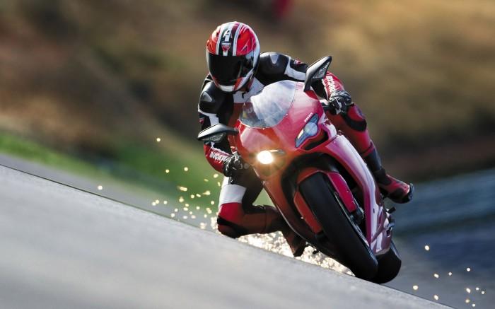 Motorcycle-racing-photos-3