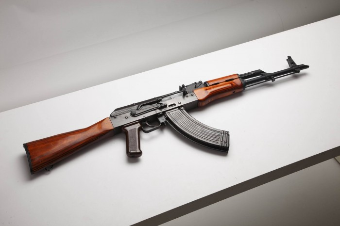 akm-kalashnikov-modernized-kalash-screaming-russia-butt-handguard-grip-shutter-wood