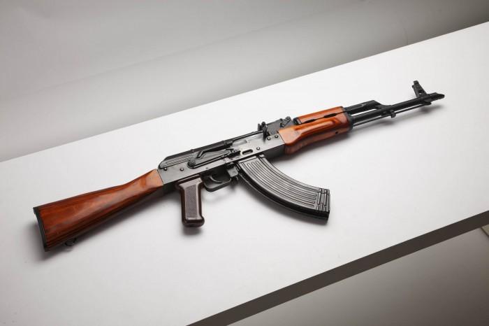 akm-kalashnikov-modernized-kalash-screaming-russia-butt-handguard-grip-shutter-wood