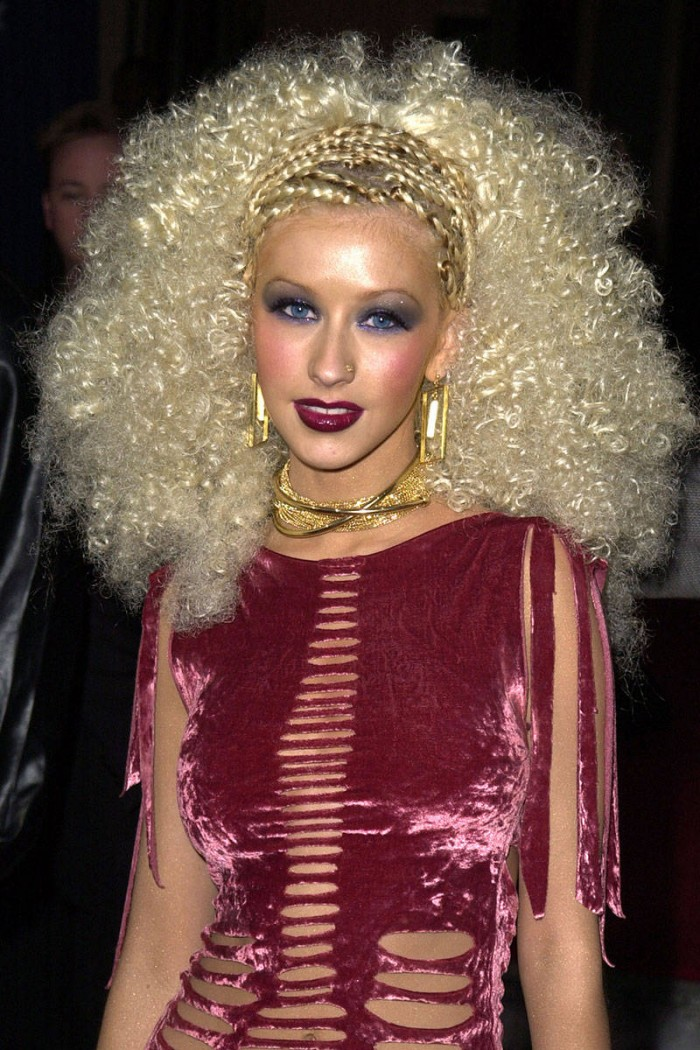 elle-crazy-hair-christina-aguilera-v-xln
