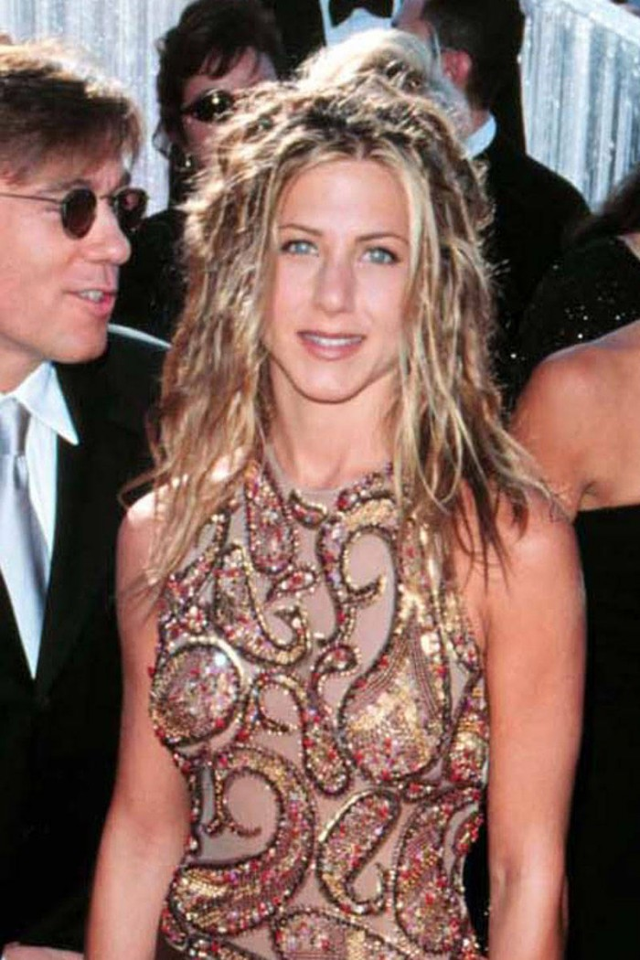 elle-jennifer-aniston-crazy-hair-v-xln