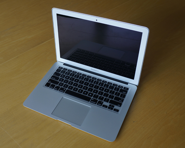 292390-apple-macbook-air-13-inch-mid-2012-angle