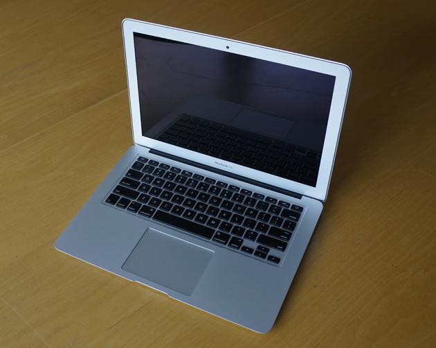 292390-apple-macbook-air-13-inch-mid-2012-angle