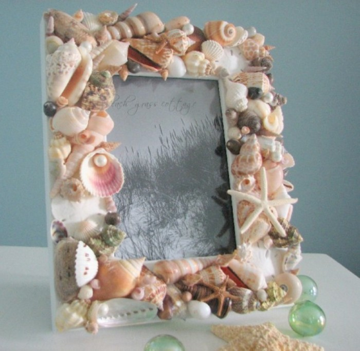 Beach-Grass-Cottage-Seashell-Frame-600x587