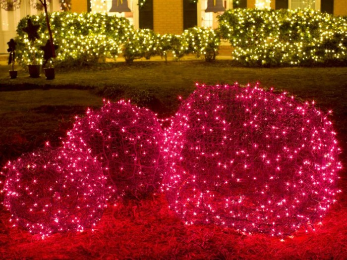 Original_BPF-Holiday-House_hgtv_exterior_front-yard-decor_colored-lights_h.jpg.rend.hgtvcom.1280.960