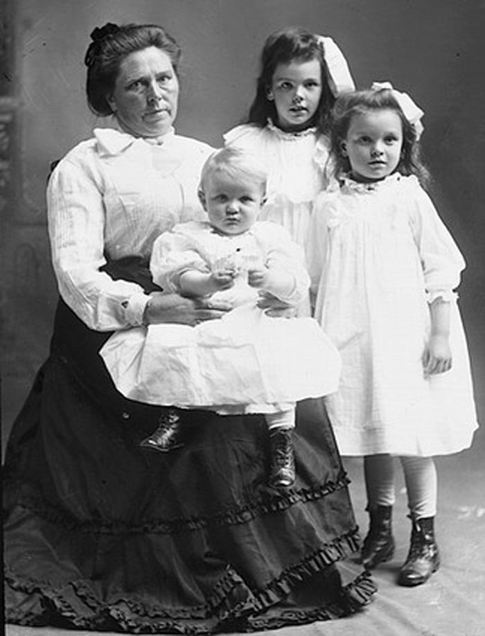 belle-gunness-dan-ketiga-anaknya-yang-juga-dibunuhnya