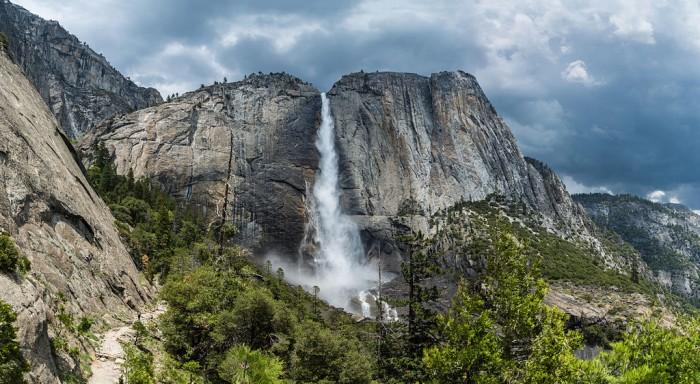 1024px-Yosemite_Falls_from_trail,_Yosemite_NP,_CA,_US_-_Diliff