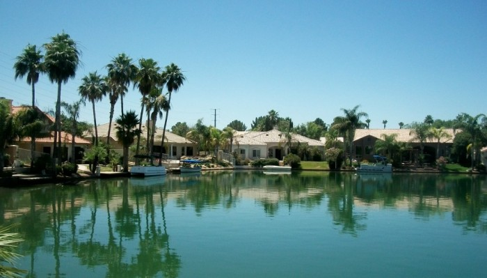 Gilbert-AZ-Waterfront-Lot-Homes-for-Sale-Gilbert-Waterftont-Real-Estate-1024x585
