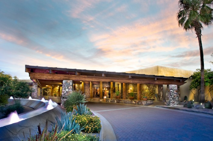 carefree-resort-entry