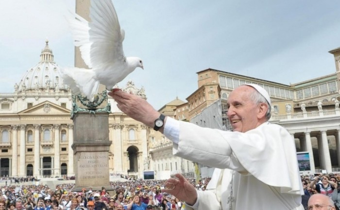 top 10 most influential & greatest leaders PopewithDove-012