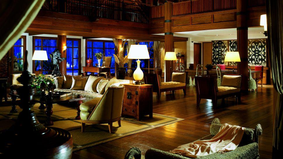 000232-05-lobby-sitting-area