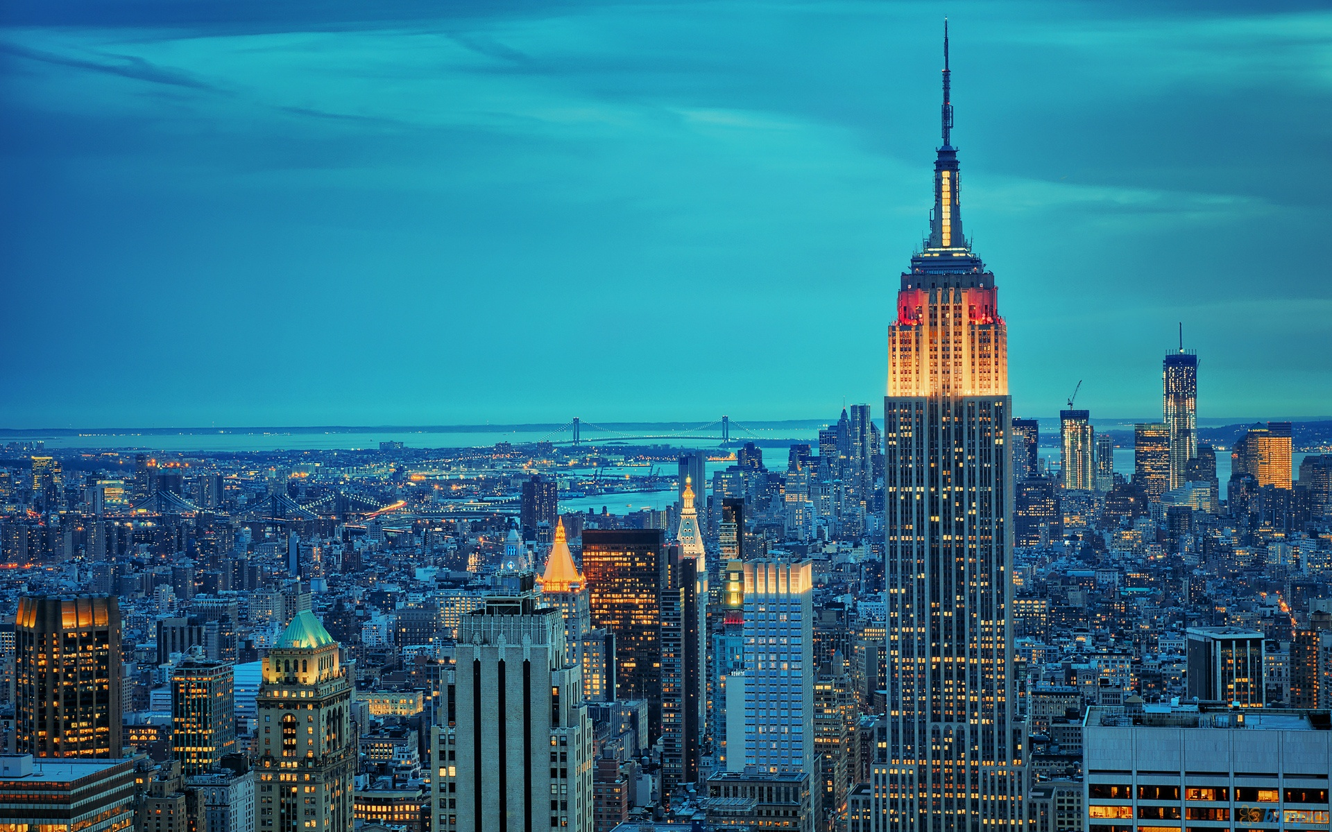 6896323-empire-state-building