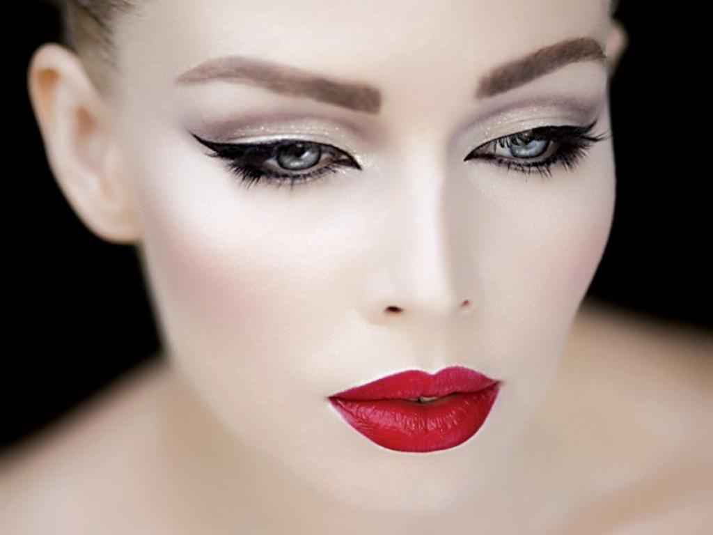 Exaggerated Make-up