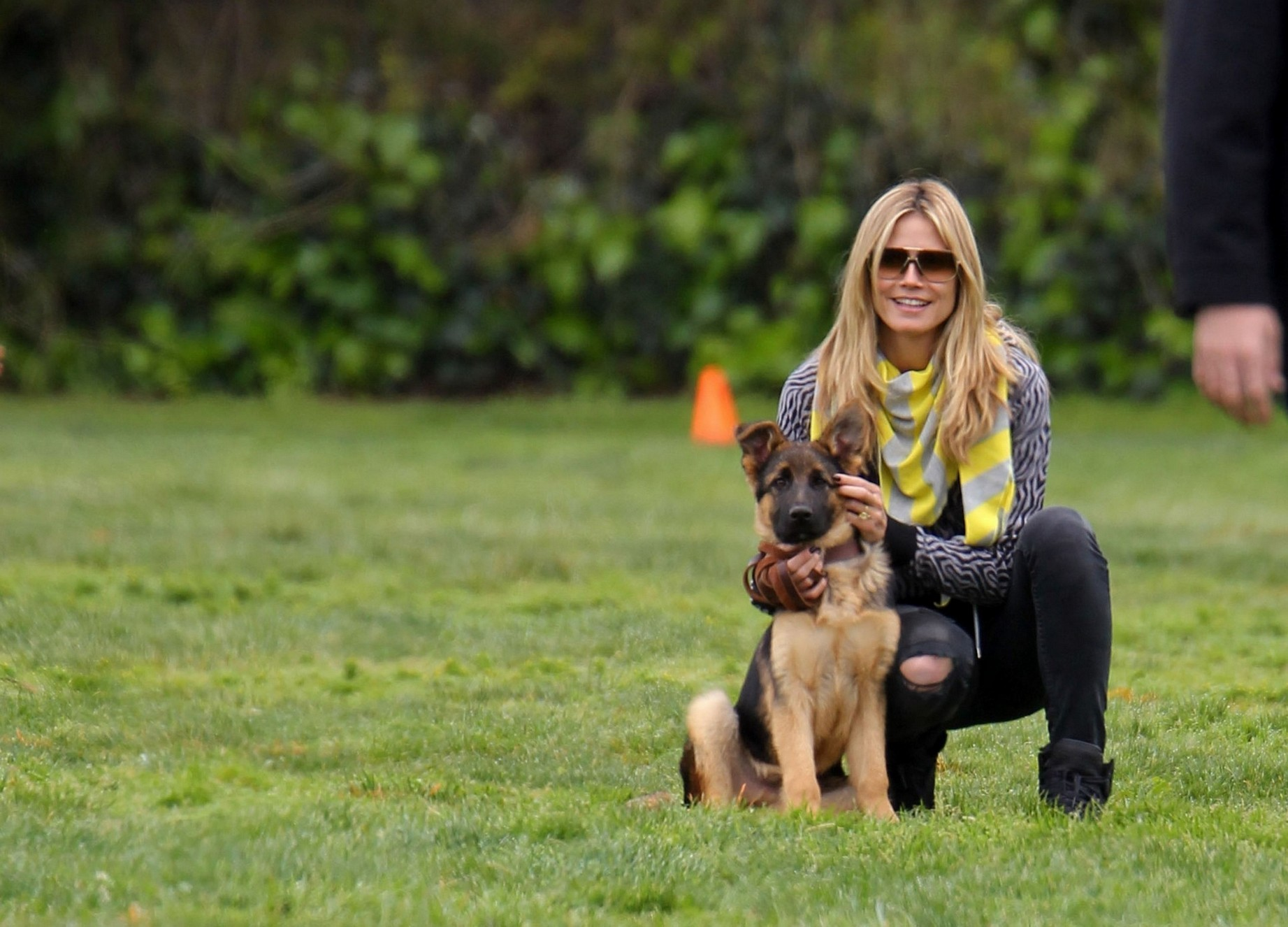 EXCLUSIVE: Heidi Klum & Family Playing In The Park