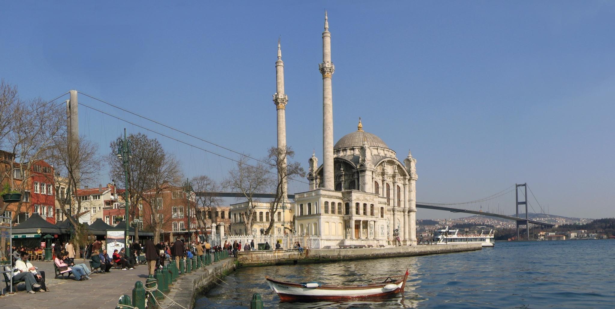 Ortakoey_Istanbul_Bosporusbruecke_Mrz2005