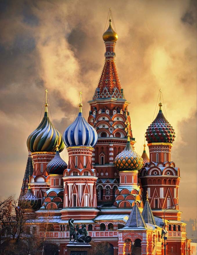 St-Basil-s-Cathedral-Moscow-russia-17903555-679-880