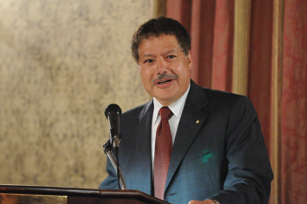 ahmed hassan zewail essay A free press helps drive scientific progress and innovation  by alan i leshner and mohamed ha hassan (read the essay in  laureate ahmed h zewail.