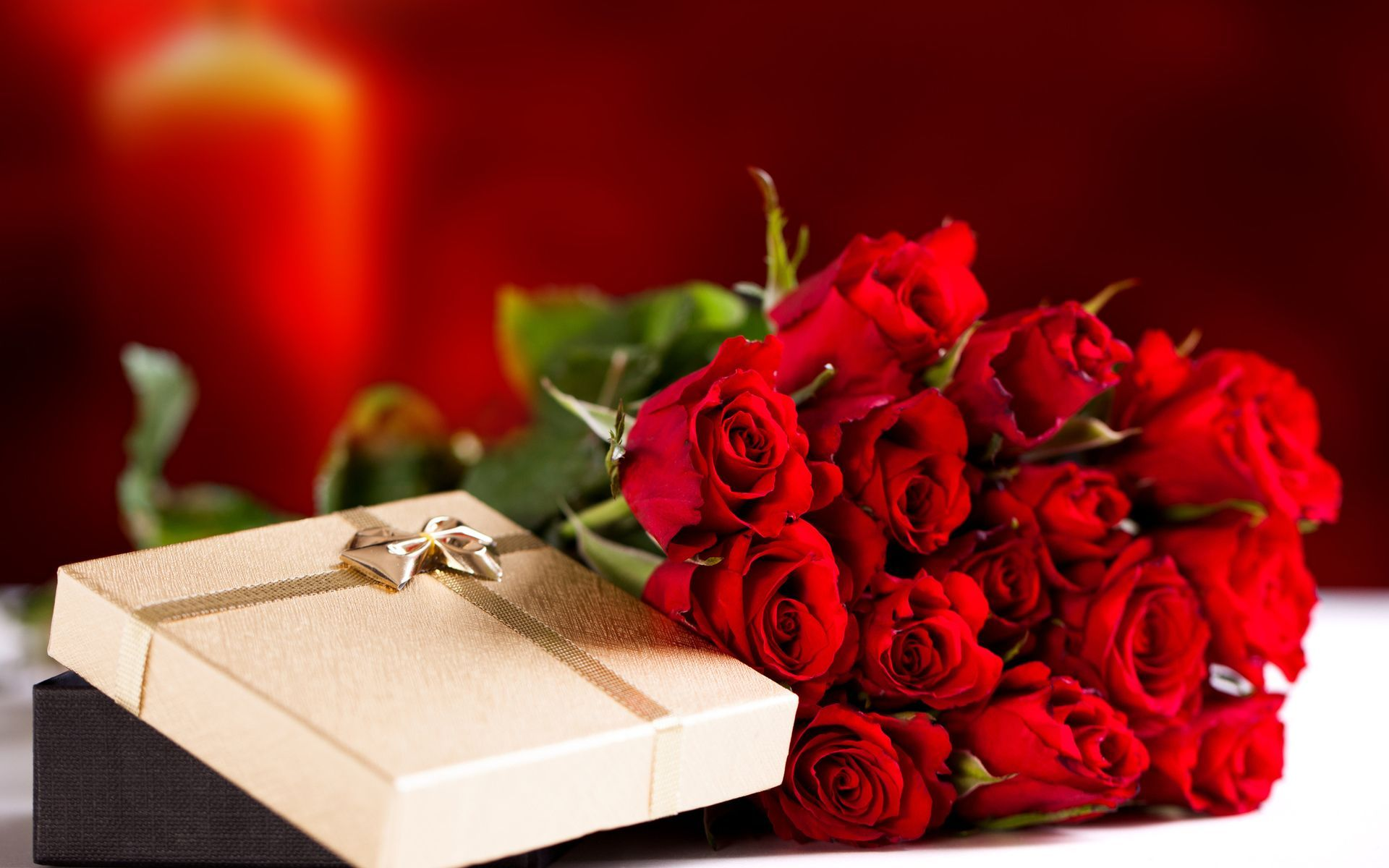 cool-roses-arrangements-also-chocolate-valentines-on-beige-and-black-decoration-box-for-your-loved-one-for-valentines-day-gifts-and-decoration-design-ideas