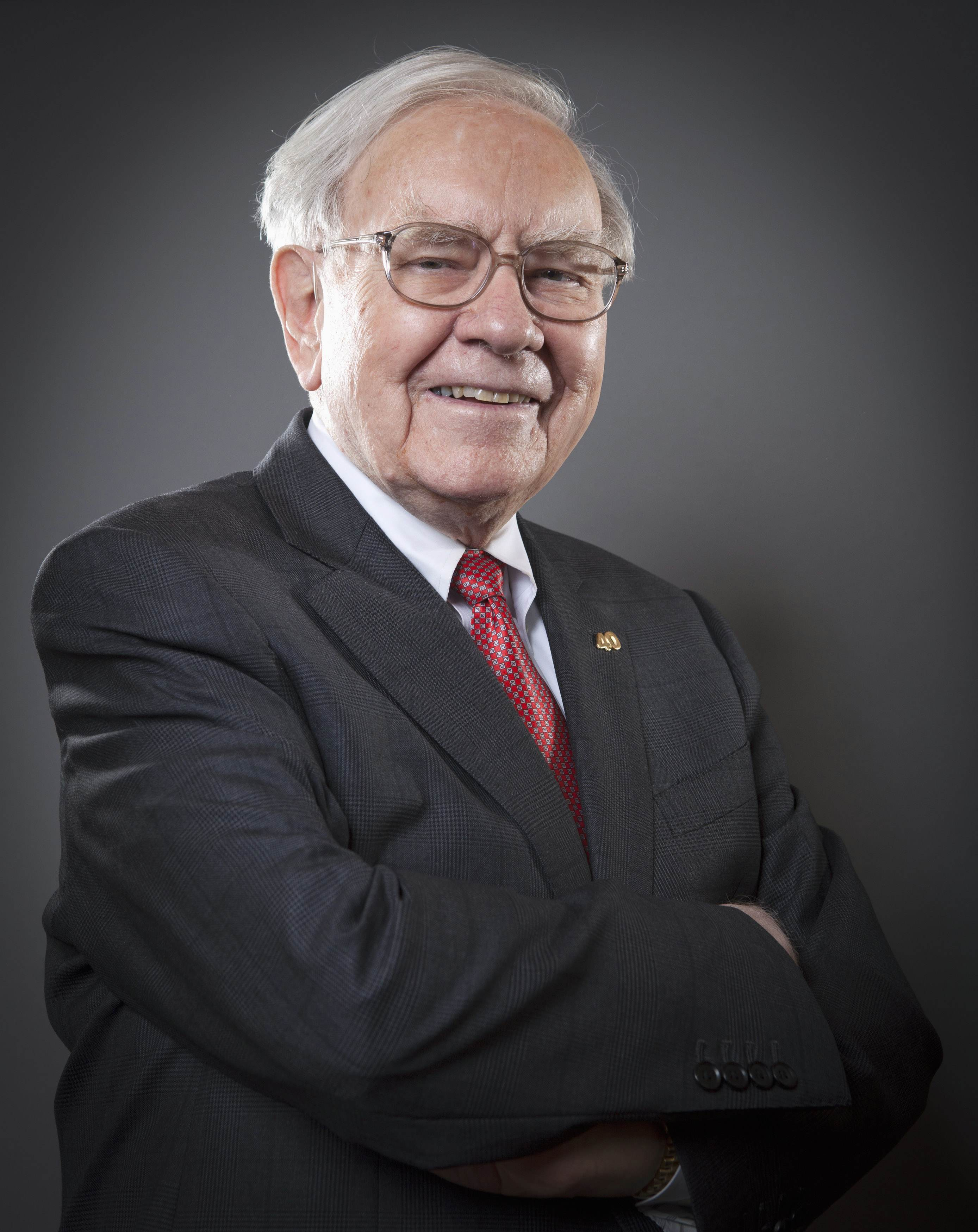 Warren Buffett, Chairman of the Board and CEO of Berkshire Hathaway, poses for a portrait in New York October 22, 2013. REUTERS/Carlo Allegri (UNITED STATES - Tags: BUSINESS HEADSHOT)