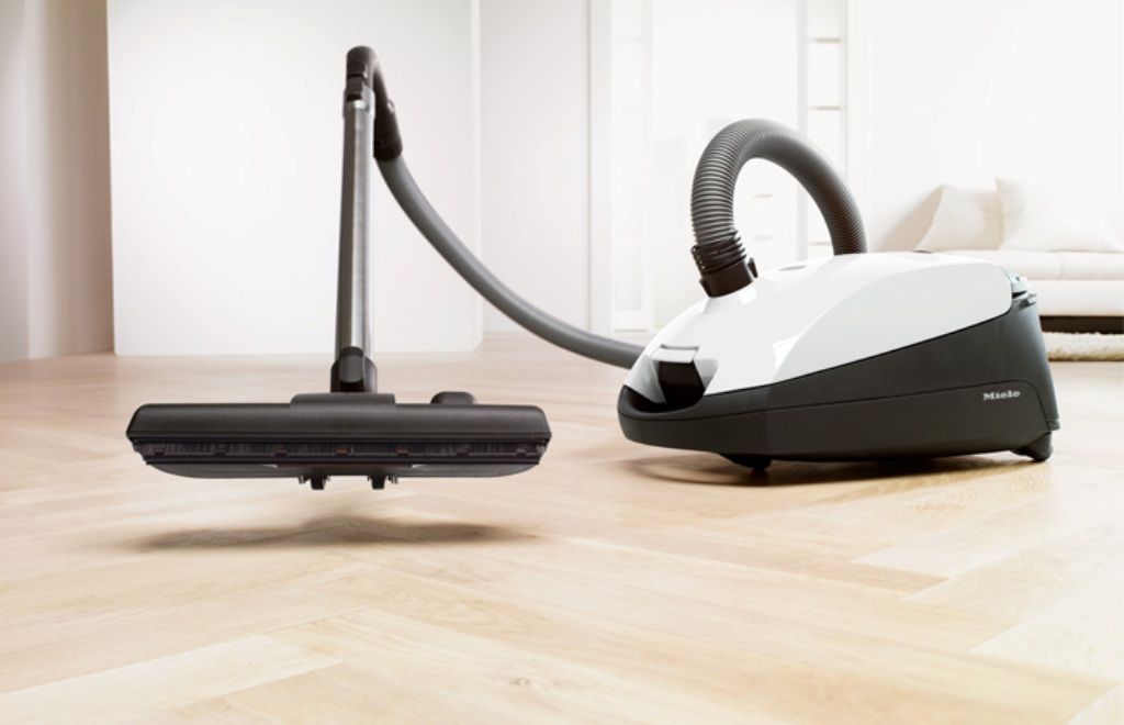 Miele S2121 Olympus Canister Vacuum Cleaner.