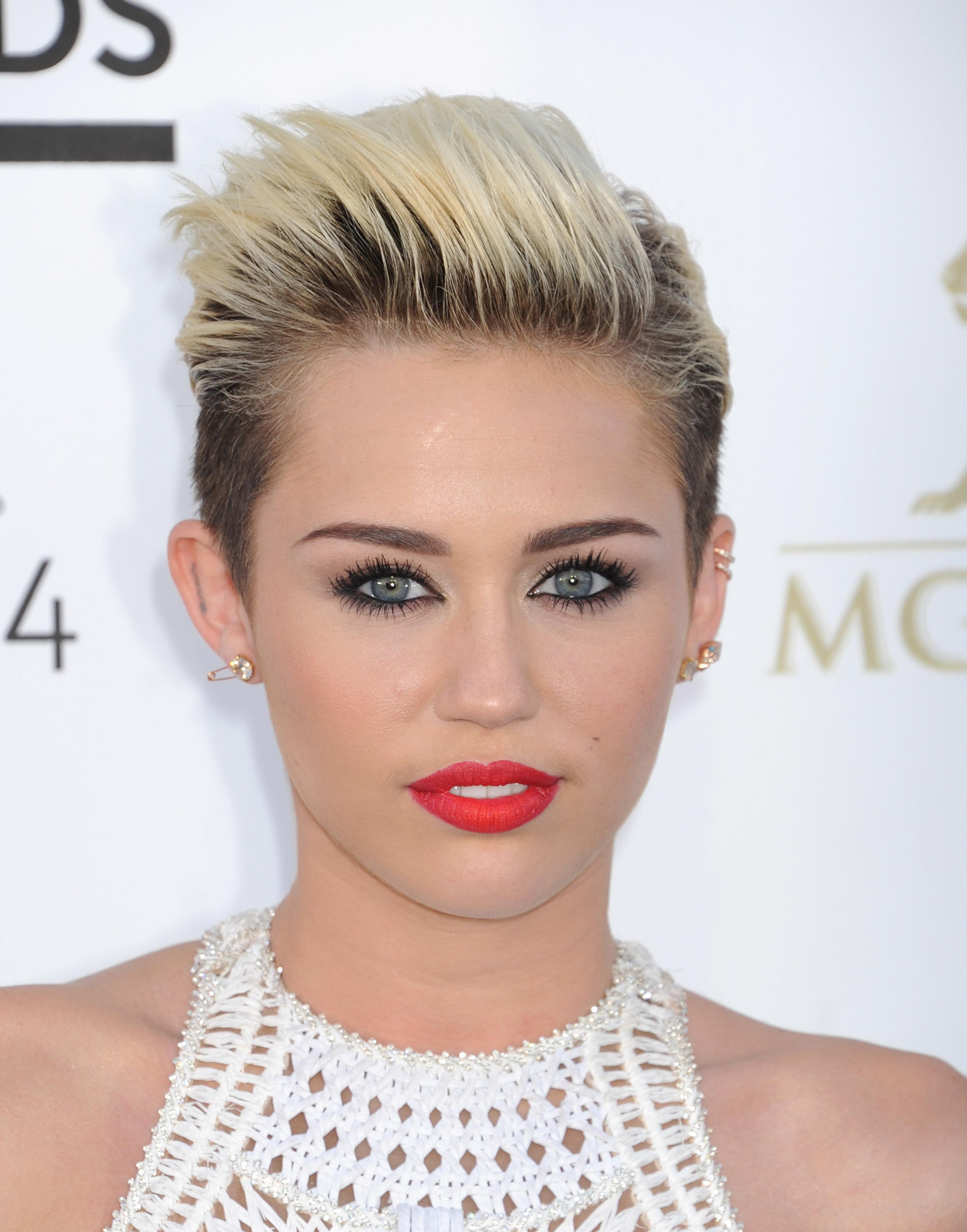 Miley-Cyrus-short-hair