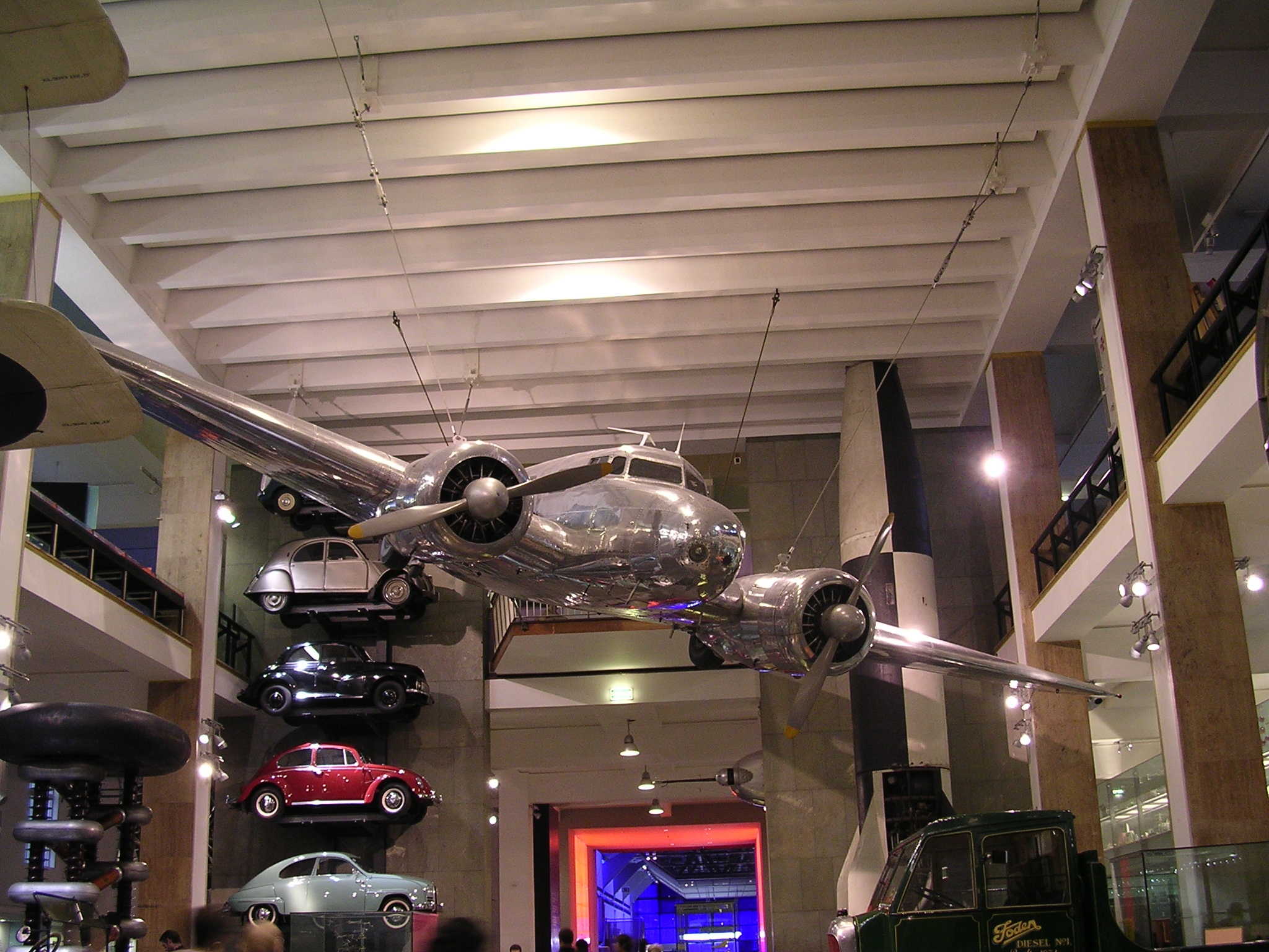 Plane_in_the_Science_Museum_of_London